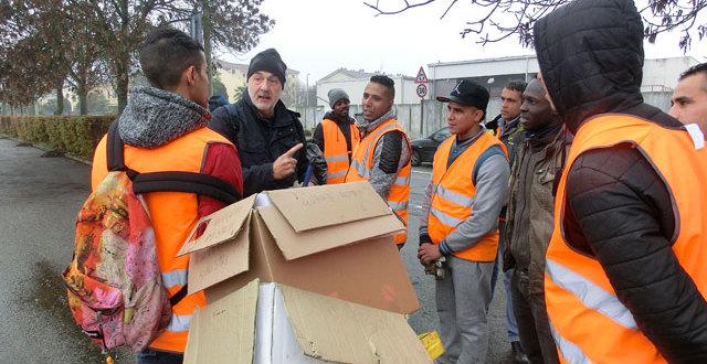 Al sabato mattina i richiedenti asilo aiutano a tenere pulita Vercelli