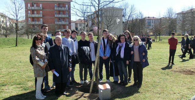 Nella Giornata dei Giusti dell'Umanità dedicato un albero alla memoria di don Luigi Longhi
